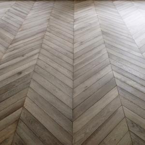 Cheap Chevron Oak parquet wood flooring for sale