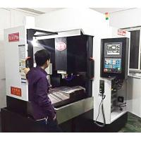 China 3 Axis Linerar Guide Way CNC Vertical Milling Machine Japan 20 TAC Class P4 Bearing on sale