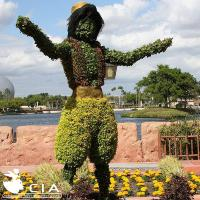 China Plastic Grass Sculpture Human Figure Topiary Sculpture Scarecrow with Outdoor Fake Plants on sale