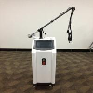 Cheap Professional 10600nm Face lift ; skin rejuvenation Fractional CO2 Laser supplier for sale