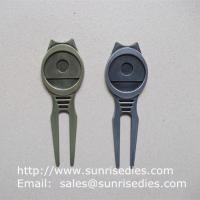 Golfer Divot tools for repairing pitch mark