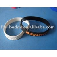 China custom logo embossed text silicone wristbrand on sale